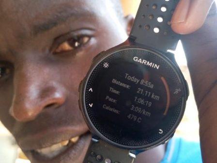 Хиляди професионални бегачи от Кения и техните спаринг партньори се