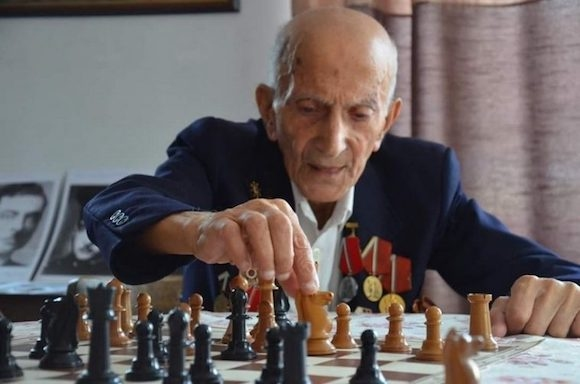 На 96-годиншна възраст почина доайенът на варненския шахмат Левон Ованезов.До