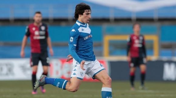 Милан стартира преговори за халфа на Бреша Сандро Тонали. Ръководството