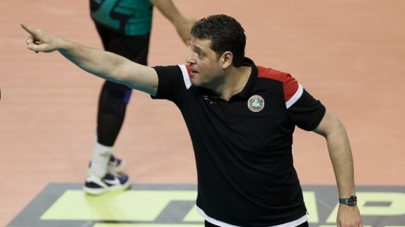 Старши треньорът на Локомотив (Новосибирск) Пламен Константинов разговаря с прес-службата