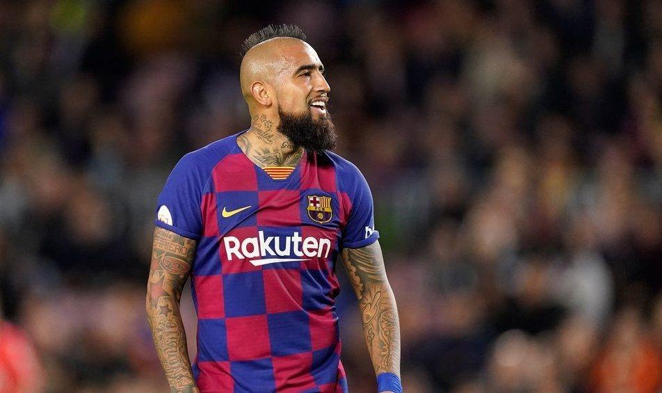 Полузащитникът на Барселона Артуро Видал е получил изгодни оферти от