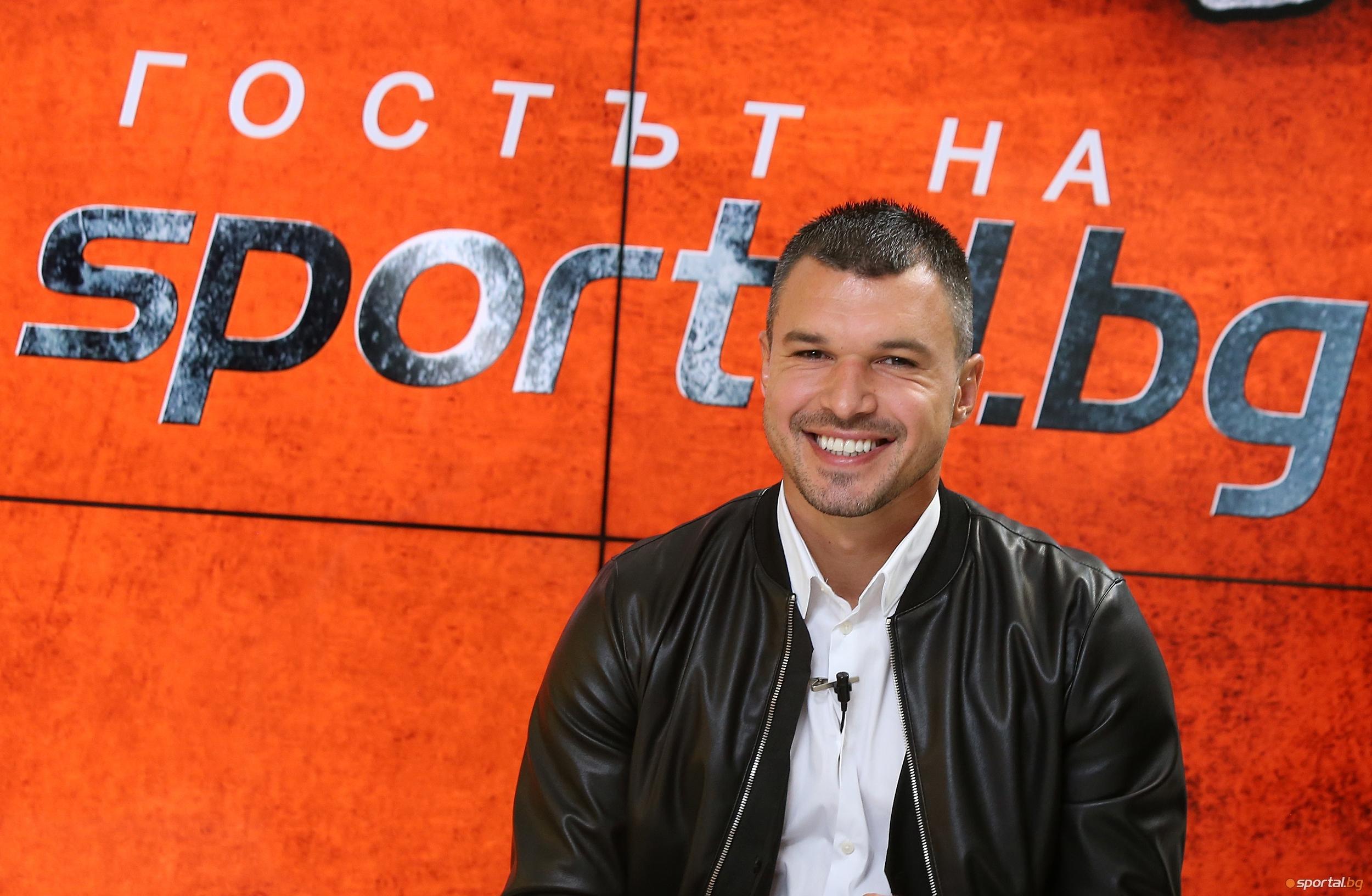 Българският футболист Валери Божинов не губи доброто си настроение в