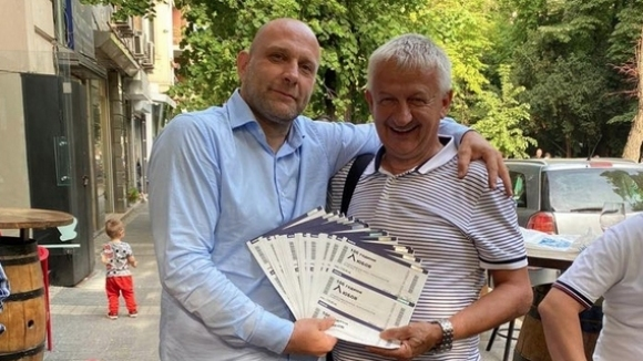 Собственикът на Локомотив (Пловдив) Христо Крушарски купи 106 билета за