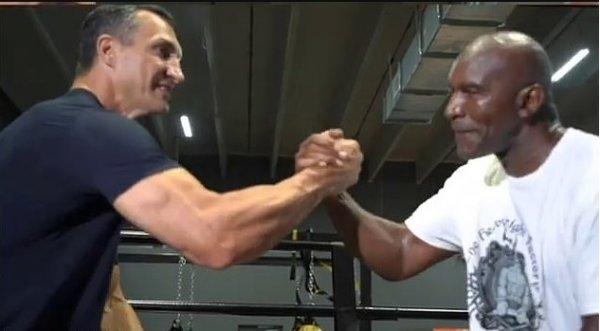 Ивендър Холифийлд тренира с Владимир Кличко в опита си да