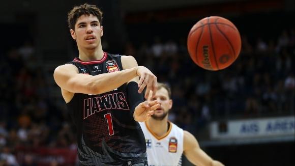 18-годишният бъдещ гард от НБА ЛаМело Бол си постави сериозна