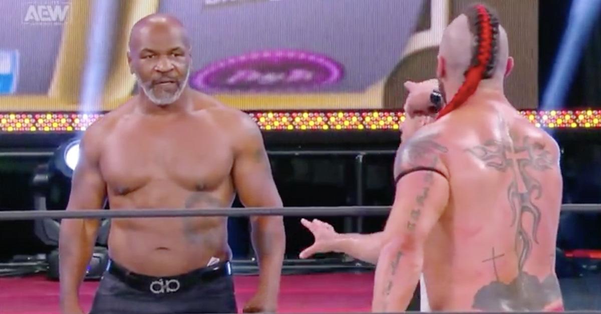 Легендарният Майк Тайсън отново се качи на ринга, но не