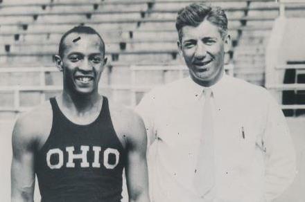 На 25 май през 1935 г. Джеси Оуенс поставя четири
