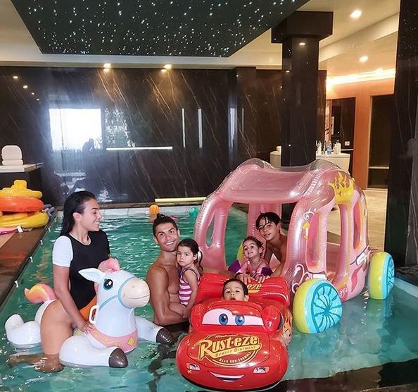 Кристиано Роналдо се наслади на още един миг на семейно