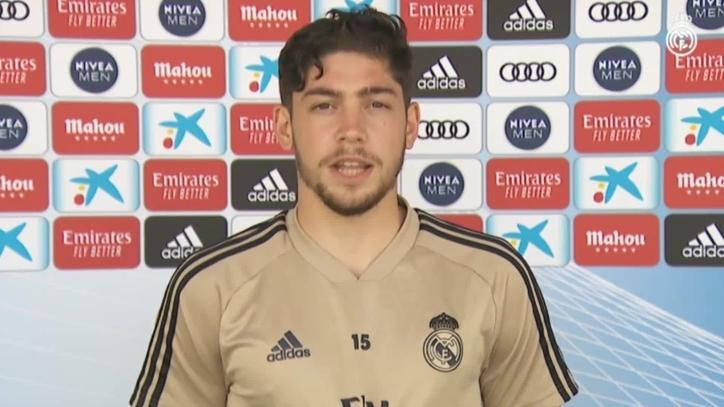 Полузащитникът на Реал Мадрид Феде Валверде говори пред клубния канал