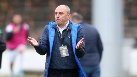 Треньорът на Черно море Илиан Илиев се оплака, че за