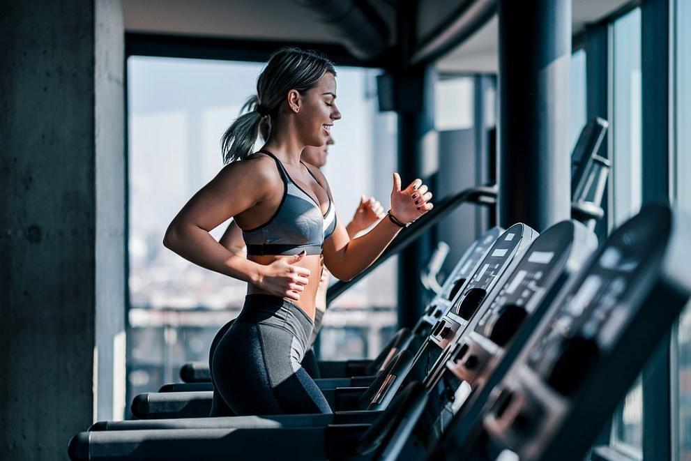 Около 50 на сто от работещите във фитнес центровете са