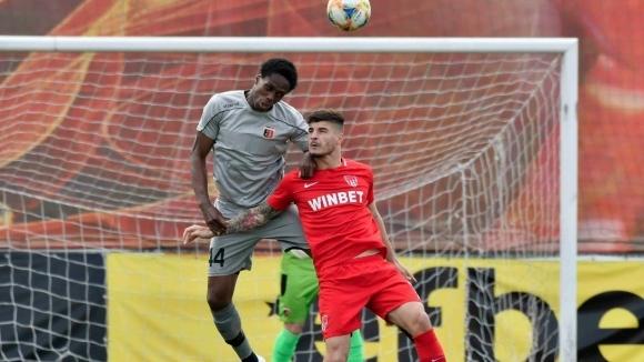 Отборът на Локомотив (Пловдив) победи с 2:0 Царско село в