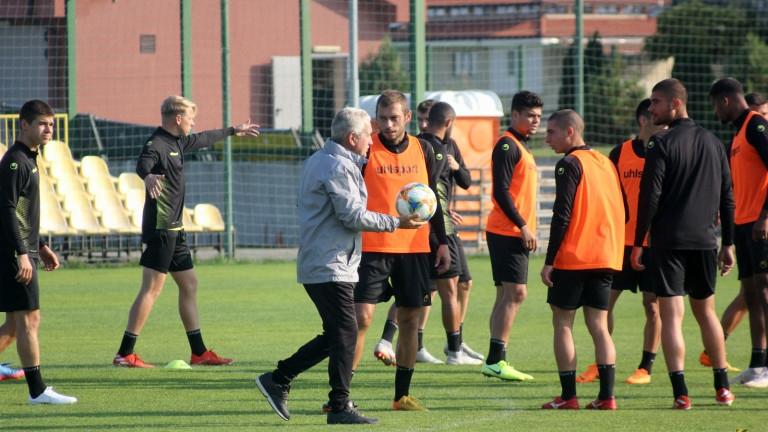 Четирима треньори от академията наБотев (Пловдив) са хвърлили оставки, информира