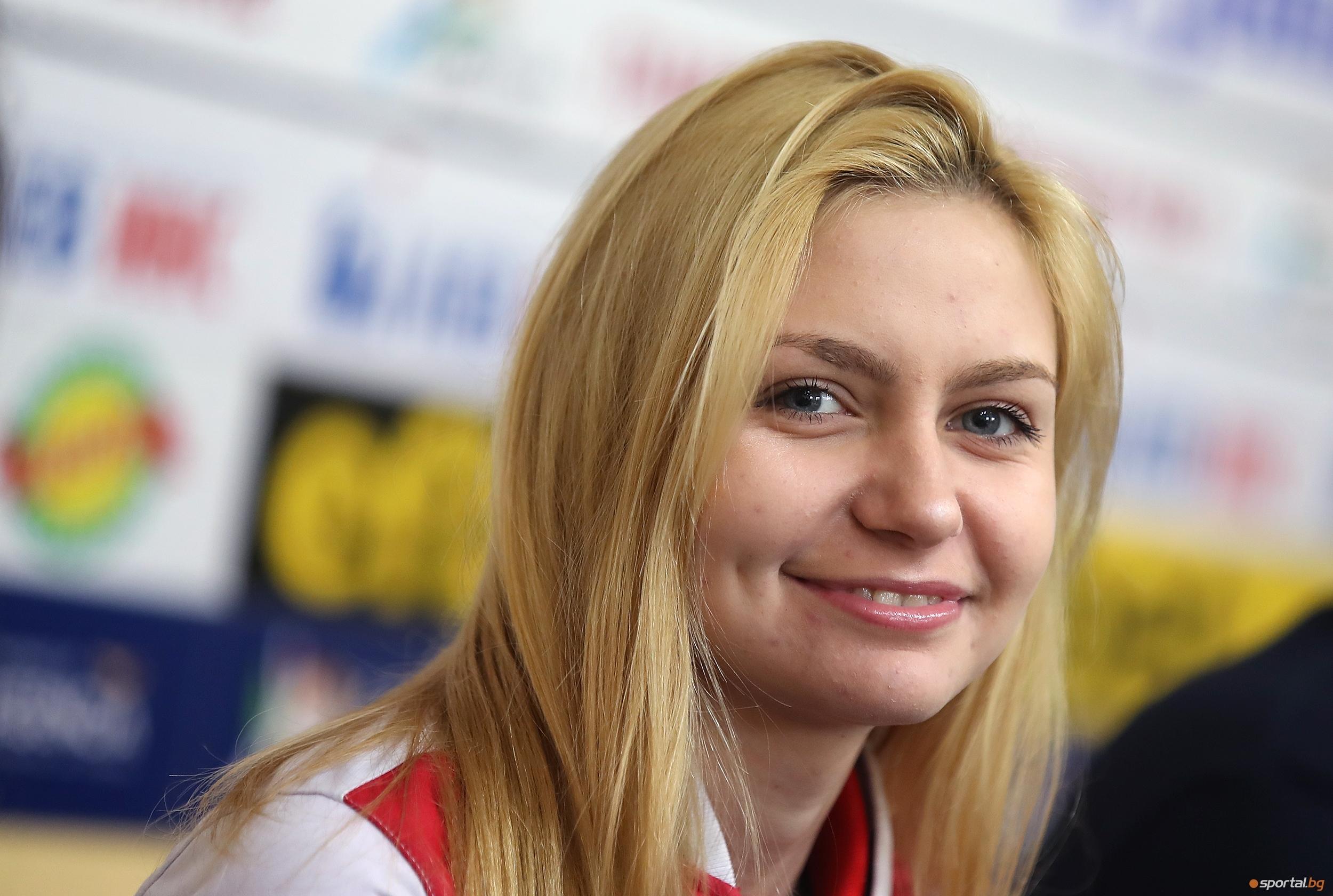 18-годишната Йоана Илиева прави чудеса във фехтовката. Тя стана европейска