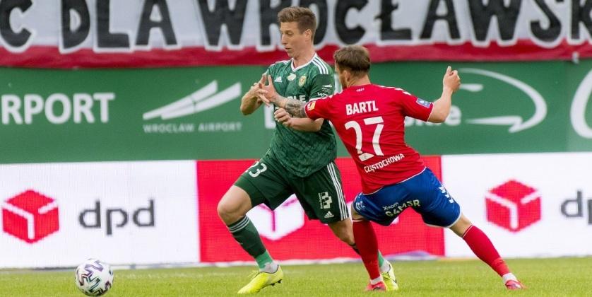 Футболното първенство на Полша се поднови вчера с два мача