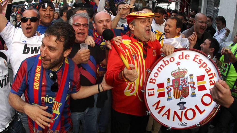 Испанският фен Маноло е жива легенда. Заедно със своя тъпан