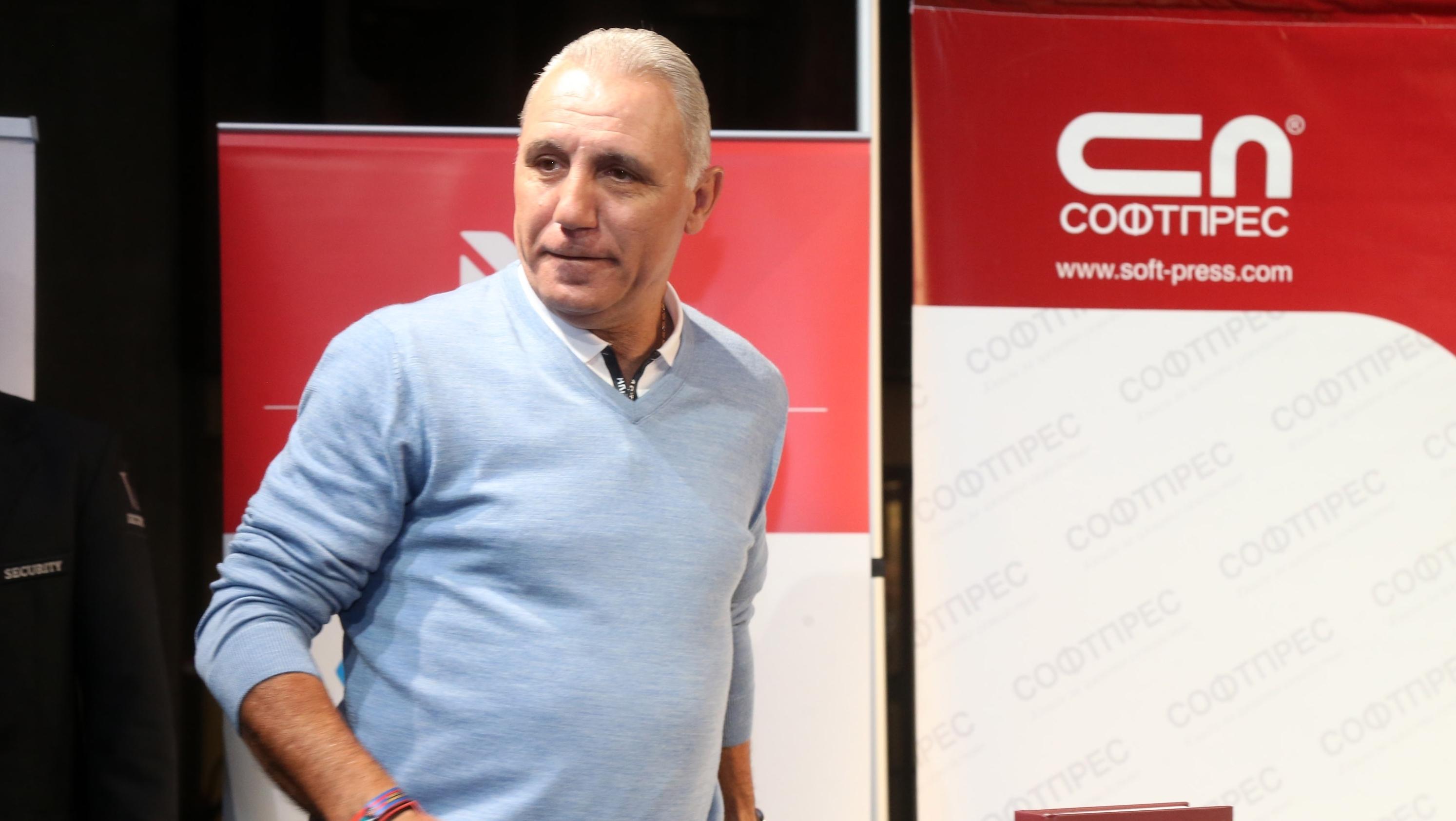 Бившият ас на Барселона Христо Стоичков има идея кой може