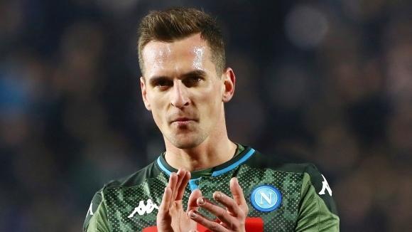 Арсенал подготвя оферта за нападателя на Наполи Аркадиуш Милик, съобщава
