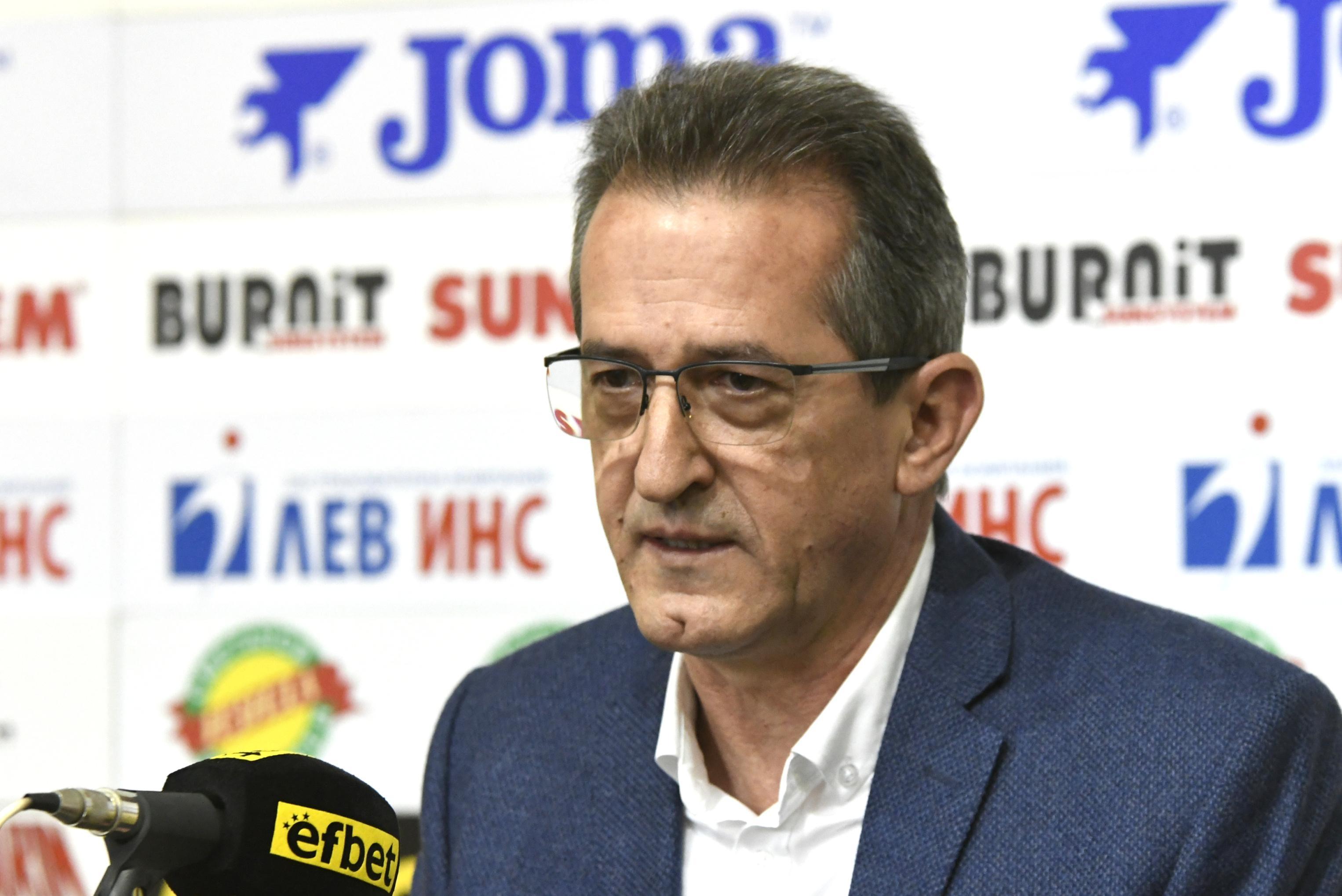 Президентът на Марица (Пловдив) Илия Динков, съвместно със старши-треньора Иван