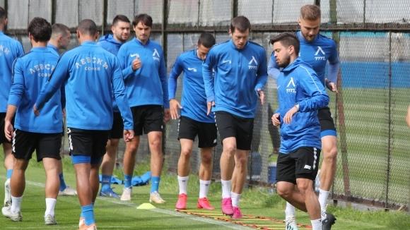 Представителният отбор на ПФК Левски продължава с тренировъчните занимания преди