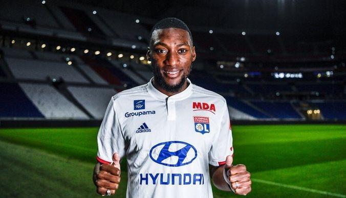 Лион подписа четиригодишен договор с камерунския нападател Карл Токо-Екамби. Той