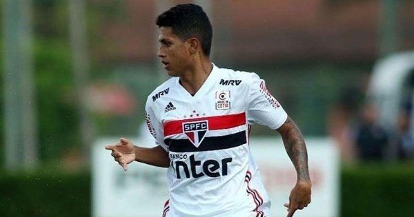 Барселона ще привлече младия нападател на Сао Пауло Густаво Майя.