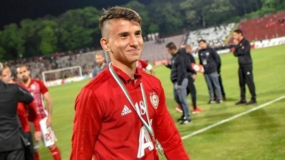 Спортният директор на ЦСКА-София Кристиано Джарета изчетка младия талант Мартин