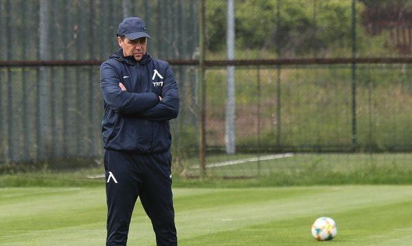 Треньорът на Левски Петър Хубчев има само една по-сериозна въпросителна
