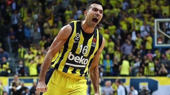 Костас Слукас се завръща в Олимпиакос. Плеймейкърът на Фенербахче ще