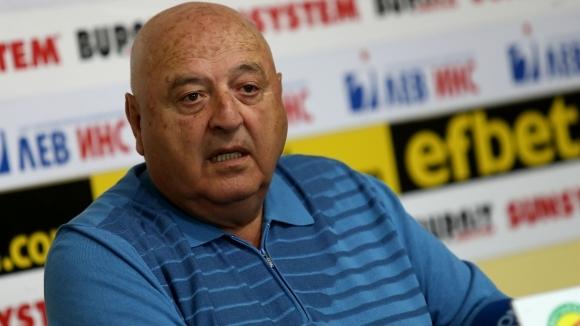 Президентът на Славия Венцеслав Стефанов говори преди подновяването на сезона