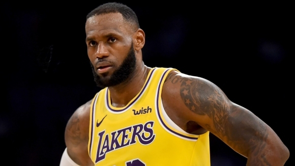 Дори новината за завръщането на сезона в НБА не отклони