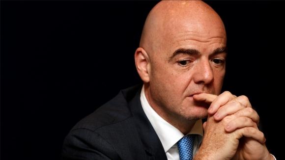 Президентът на ФИФА Джани Инфантино призова да не се избързва