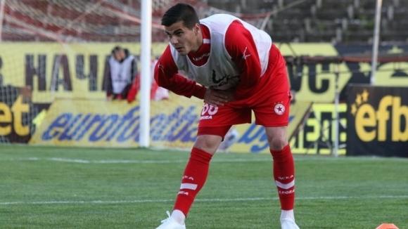 Бившият защитник на ЦСКА Пламен Крачунов си тръгва от Локомотив