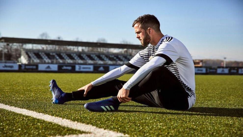 Полузащитникът на Ювентус Миралем Пянич е отхвърлил предложения от Челси