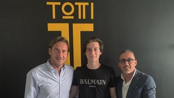 16-годишният дефанзивен халф на Интер Симоне Бонавита е първият клиент