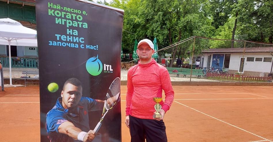 Социалната тенис мрежа Интерактив тенис набира скорост след падането на