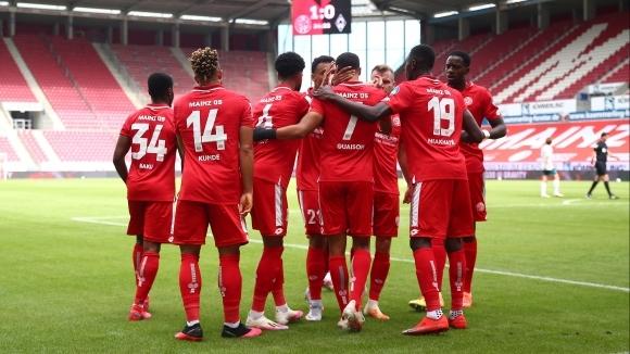 Отборът на Майнц 05 постигна победа с 3:1 при домакинството