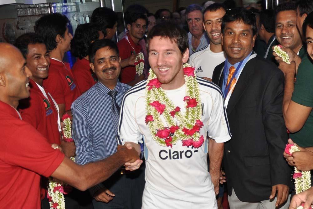 Група футболни фенове в Бангладеш бяха глобени за нарушаване на