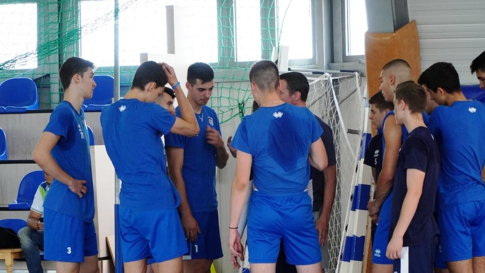 Волейболният отбор на Левски за юноши до 19 години записа
