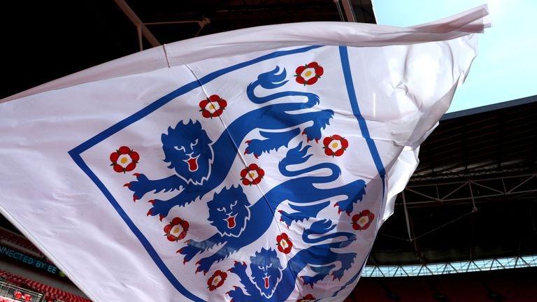 Футболната асоциация на Англия (ФА) обяви, че ще съкрати 124