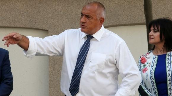 Здравният министър Кирил Ананиев да отиде на финала за Купата