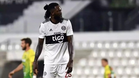 Тогоанският нападател Еманюел Адебайор напусна тима на Олимпия Асунсион, съобщи