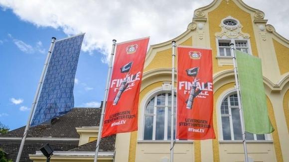 Феновете на Байер Леверкузен се събраха на стадиона на тима
