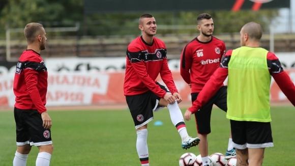 Трима футболисти на Локомотив (Горна Оряховица) са с положителни тестове