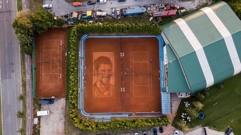 Сръбски уличен художник сътвори огромен портрет на Новак Джокович върху