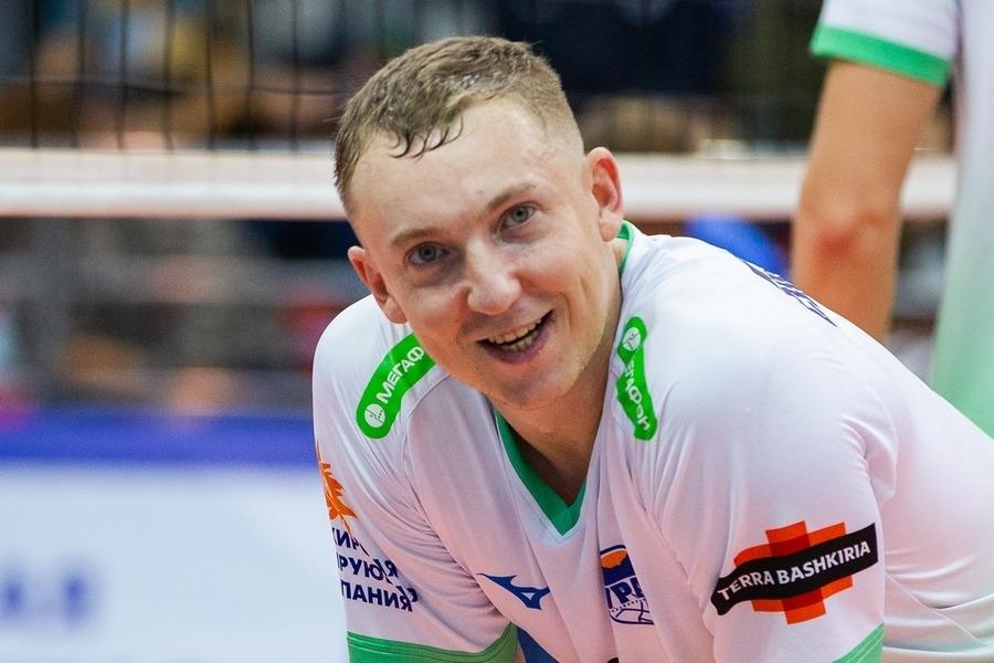 Скандалният руски волейболист Алексей Спиридоновподписа договор за един сезон с