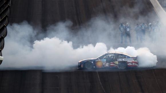 Двукратния шампион в НАСКАР Къп Сериите, Кевин Харвик (Stewart-Haas Racing)