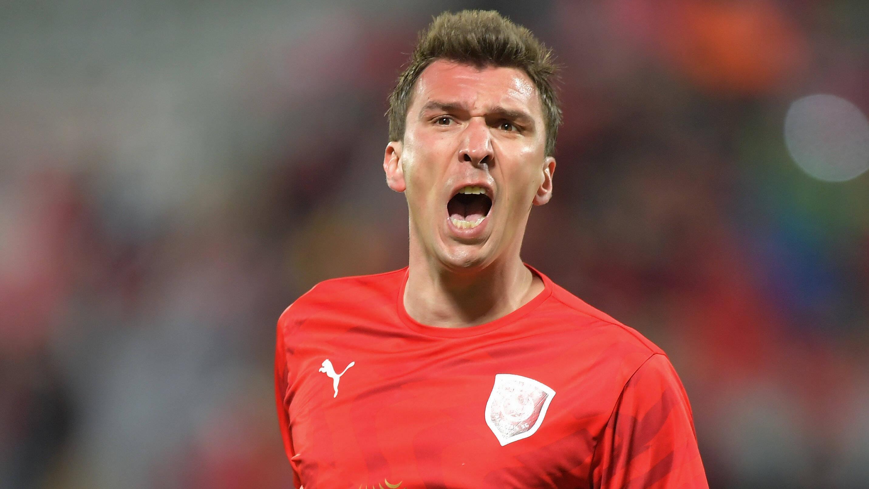 Турските футболни грандове Фенербахче и Галатасарай проявяват интерес към хърватския