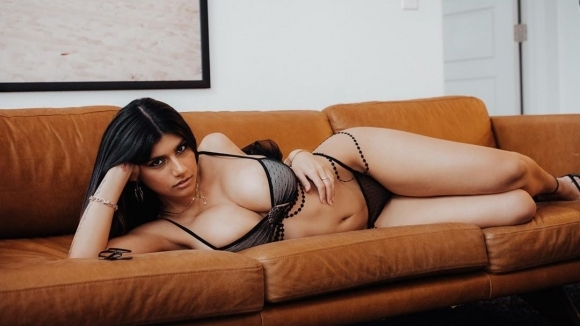 Бившата порно звезда Миа Халифа започна кампания, която може да