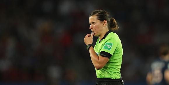 Катерина Монзул ще бъде първата дама, която ще ръководи финал
